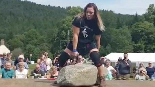 29 წლის ავსტრალიელმა ძალოსანმა ქალმა ლი ჰოლლანდ კინმა 332,93 კგ წონის ლოდები აწია