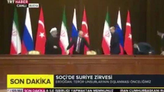 ოფიციალურ შეხვედრაზე პუტინმა ერთერთი ქვეყნის ლიდერს სკამი უნებურად გამოაცალა