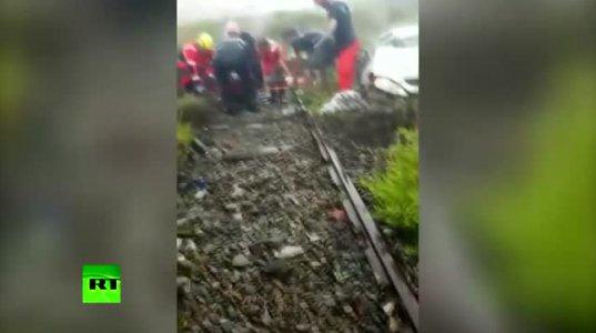 პირველი ვიდეოკადრები იტალიიდან, სადაც  ესტაკადის  ჩამონგრევის შედეგად 30-ზე  მეტი ადამიანია  გარდაცვლილი