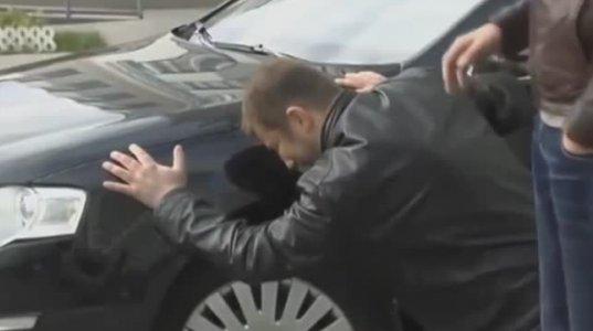 ზესახალისო ვიდეო, ცოლმა მართვის მოწმობა აიღო და ქმარი მანქანას წინასწარ დასტირის