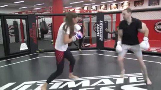 """""""MMA""""-ის მებრძოლმა გოგომ ბოდიბილდერი მამაკაცი """"მიძუყნა"""""""
