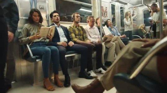 """""""მამაკაცებო შეატყუპეთ ფეხები""""-Lee Jeans-მა  ასწავლა გოგონებს როგორ ებრძოლოდ უზრდელებს(სარეკლამო ვიდეო)"""
