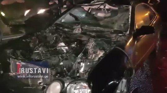 რუსთავი-თბილისის ავტობანზე მერსედესი ტრაქტორს შეასკდა და ცეცხლი გაუჩნდა