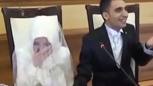 საკუთარ ქორწილში თურქმა ბიჭმა დაქორწინების თანხმობაზე ისეთი ხმით იყვირა ყველას ხარხარი აუვარდა