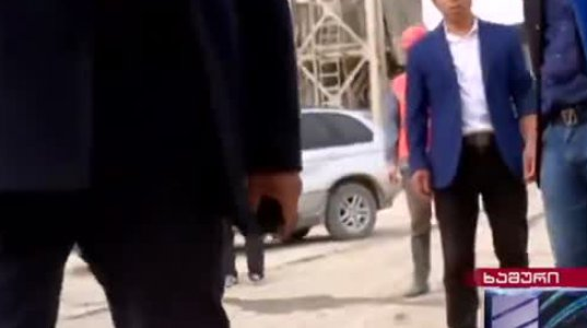"""ჩინელებმა """"კურიერის"""" ჟურნალისტი ეკა გაგუა და ოპერატორი ლევან კალანდია სცემეს და კამრა წაართვეს"""