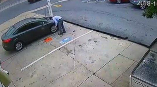 საბურავის გადაბერვამ მისი გასკდომა და მანქანის ნაწილის განადგურება გამოიწვია