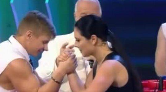 მსოფლიო ჩემპიონი ქალი მკლავჭიდში, მამაკაცებს მიყოლებით ამარცხებს შოუში