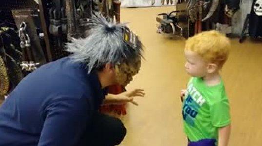 იდიოტი მშობლები ბავშვებს ასე აშინებენ და მერე უკვირთ ბავშვებს ფსიქოლოგიური გადახრები რატომ აქვთო