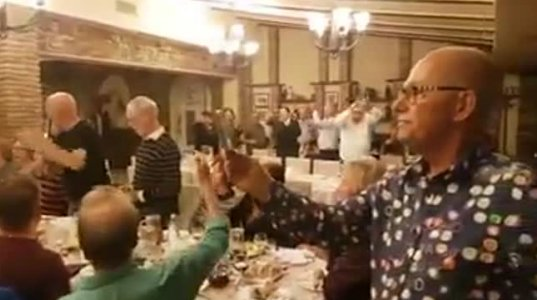 """ქართულ რესტორანში ჰოლანდიურმა ანსამბლმა """"ჩემო კარგო ქვეყანავ"""" დააგუგუნა და ხალხი ფეხზე წამოუდგა"""
