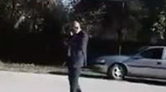 """""""ეს მომჭამეთ"""" - ტყაიას გამგებელმა ჟურნალისტებთან შარვლის ჩახდა სცადა (ვიდეო)"""
