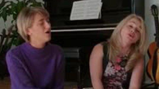 ნათია  თოდუა და ბელა მახარაძე  ერთად  მღერიან