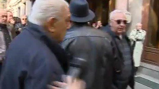 აქციაზე გოგა ხაინდრავამ რუსთავი 2 -ის აპარატურა დააზიანა (ვიდეო)