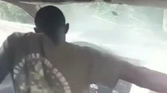 ბიჭო, დალეწა ტიპმა მანქანა რასაც ჰქვია და ეს ხელის მუხრუჭის ამოწევა მერე რაღა იყო