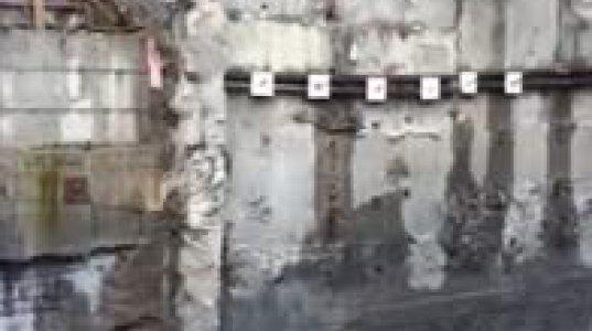 ახალი ობიექტის ასაშენებლად ამოღებულმა ქვაბულმა საყრდენი კედელი დაანგრია და სახლს ძირი გამოუთხარა