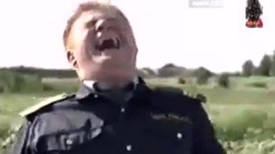 შანსი არაა რუსულის მცოდნეებმა ამ ვიდეოს ნახვისას არ გაიცინოთ ანუ რატომ არ უჩერებდა კაცი მანქანას პოლიციას