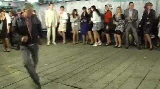 მთვრალი კი არაა,  ცეკვაა  ასეთი