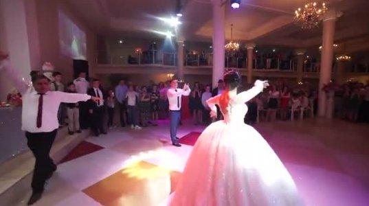 სიძე მამასთან და ულამაზეს პატარძალთან ერთად. ულამაზესი ცეკვა