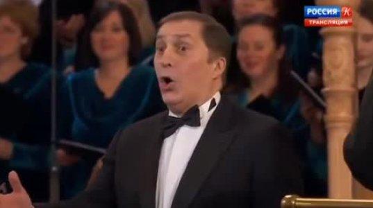 პაატა ბურჭულაძე მღერის სანქტ-პეტერბურგში. კონცერტს ესწრება ვლადიმერ პუტინი.