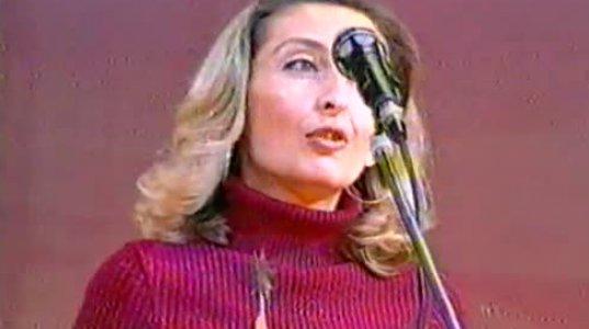 """(უნიკალური ვიდეო) ლუიზა შაკიაშვილი """"მეგა 2002""""-ს დაჯილდოების ცერემონიალზე """"წლის საუკეთესო ტექსტი""""-ს ავტორს ავლენს"""