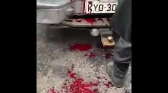 პოლიციელები, როგორ ყრიან ნარკომოვაჭრეების გვამებს ავტომობილში - კადრები ბრაზილიიდან