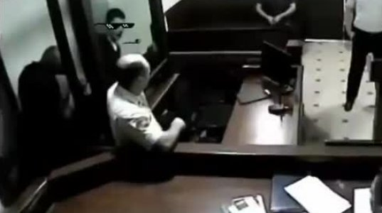 ბრალდებულმა სასამართლოზე მელოტ პოლიციელს ისეთი წამოარტყა ლამის აქ გავიგე ხმა