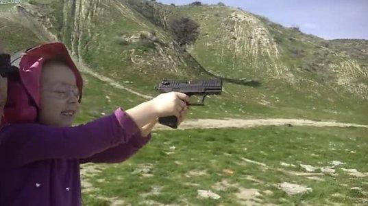 4 წლის ბავშვი იარაღს ისვრის(არიზონა აშშ)