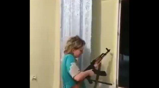 ახალი წელი ფანჯრიდან კალაშნიკოვის ავტომატის გრძელი ჯერით აღნიშნა რუსმა ქალმა