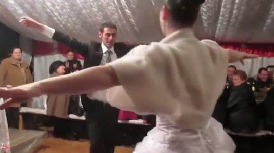 სიძე ძაან ნავარჯიშებია ქორწილისთვის