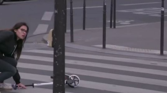 აი, როგორ გადააჩვიეს ფრანგებმა ფეხით მოსიარულეებს წითელზე გადასვლა!