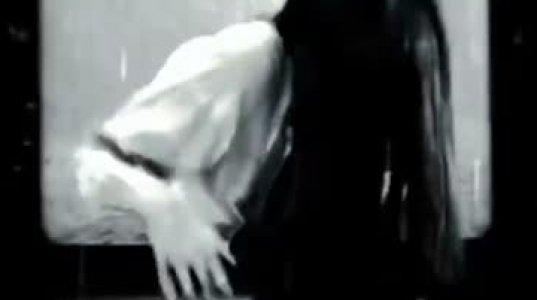 ტელევიზორიდან დადმოსული ზომბი გოგონა