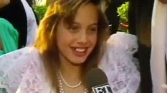10 წლის ანჯელინა ჯოლი ოსკარის დაჯილდოების ცერემონიაზე .