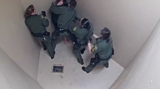 როგორ ცემენ ფსიქიურად ავადმყოფ პატიმარს ამერიკის ციხეში - კალიფორნიაში