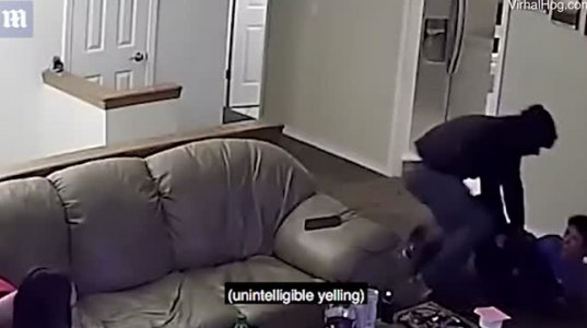 ავტომატით შეიარარებული ყაჩაღი სახლში შეიჭრა და ნახეთ როგორ ტერორში ჰყვას ოჯახი