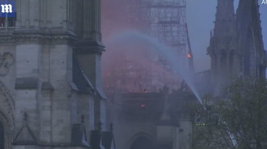 500 - ზე მეტი მაშველი ცდილობდა პარიზის ღვთიშOბლის ტაძრის ჩაქრობას