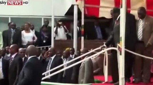 ეს ის პრეზიდენტი დაეცა, რომელმაც 4 მეტრიანი ბიუსტი დადგა