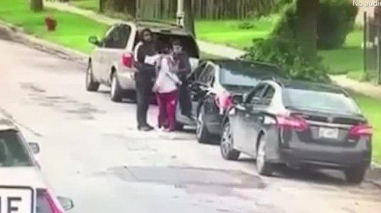 სამათხოვროდ გამოსული 15 წლის დედა ახალშობილთან ერთად და პოლიციის დანახვაზე დამფრთხალი დანარჩენები ნახეთ