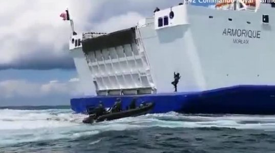 ზღვაში გასულ სამგზავრო გემი ძლიერ შტორმში მოხვდა