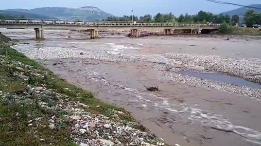 როგორ მოულოდნელად  მოვარდა წყალი მდინარის კალაპოტში- მდინარე ხოდზი