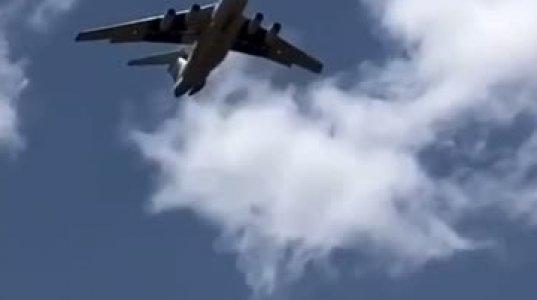 რა ჩამოიყარა თვითმფრინავიდან?