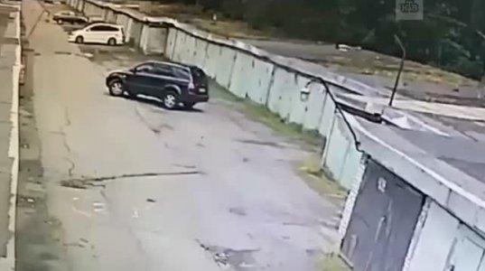 ქალი გარაჟში მანქანას აყენებდა,მაგრამ..(პეტერბურგი,რუსეთი)