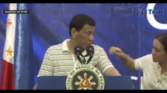 ფილიპინების პრეზიდენტს ბრიფინგისას მხარზე ტარაკანი ააცოცდა