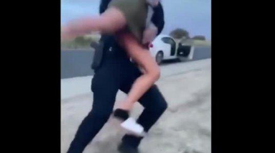 ამერიკული პოლიცია ქართულივით ჰუმანური არ გეგონოთ, შეეხები ან გალანძღავ და ასე მოგექცევიან ან უარესად
