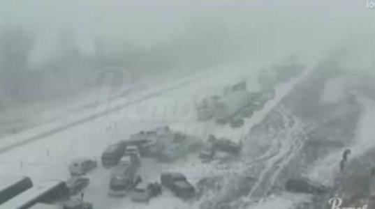 ზამთარში მოყინულ და დათოვლილ გზაზე არ ღირს სწრაფად მოძრაობა, მასობრივი ავარია ტრასაზე
