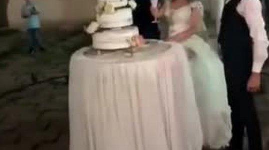ნეფე-დედოფლის  საქორწილო  ტრიუკი