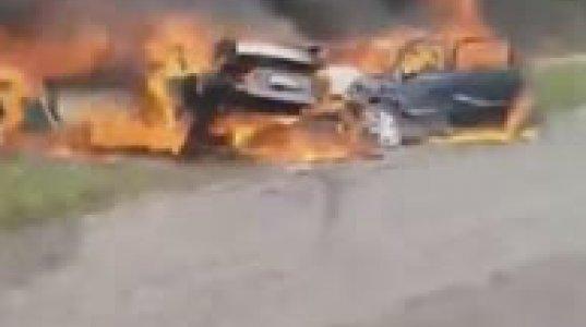 სენაკი - ნოსირის ცენტრალური მაგისტრალი. საშინელი ავტოსაგზაო შემთხვევა!  2 - ადამიანი მანქანაში დაიწვა