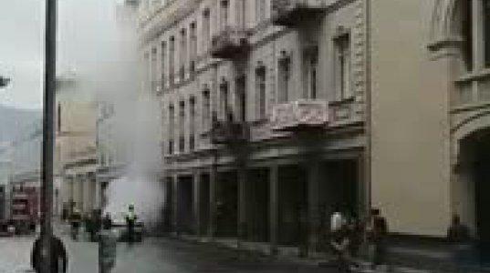 თბილისში მარჯანიშვილზე ავტომანქანა დაიწვა (ვიდეო)