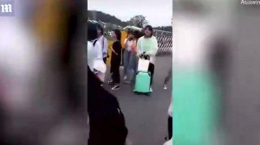 როგორ აშორებენ ჩინეთის სკოლებში მაკიაჟს