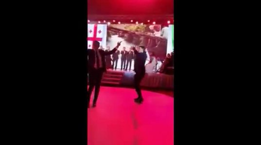 ძმებმა არველაძეებმა ქართულ სიმღერაზე იცეკვეს ყაზახეთში