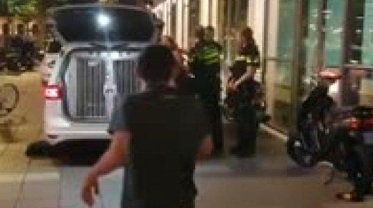 ჰოლანდიის პოლიცია ძალადობს მოქალაქეზე