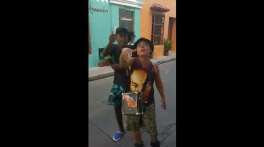 Amazing freestyle in the streets by 2 kids from Colombia - Yorday Martínez , Jhonxitho Acevedo